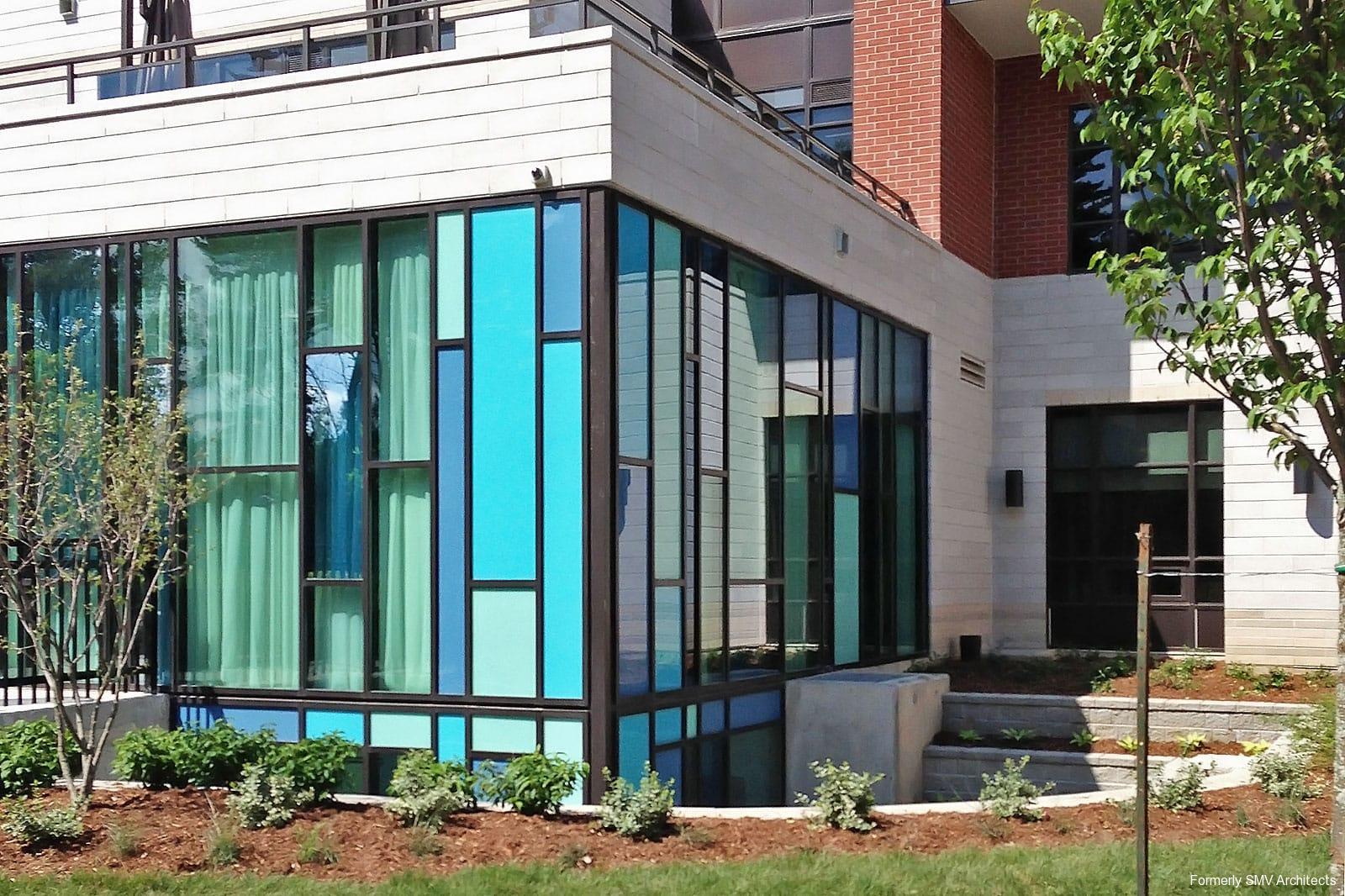 glasswork-on-lower-floors